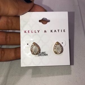 Teardrop earrings 💚